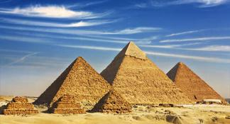 8-Hour Private Tour of the Pyramids, Sphinx, Egyptian Museum and Bazaar including Camel Ride and Lunch from Cairo