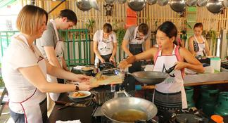 Small-Group Chiang Mai Evening Street Food Tour