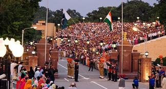Private Tour: Golden Temple and Wagah Border with Punjabi Lunch