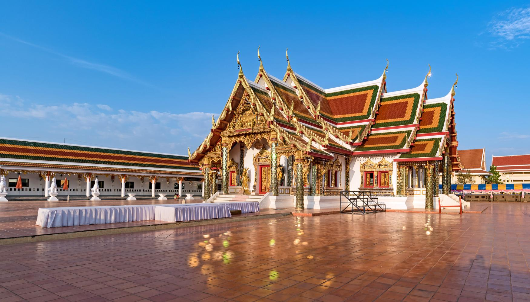 Auto de alquiler en Aeropuerto Sakon Nakhon