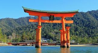 Hiroshima / Miyajima Full-day Private Tour with Nationally-Licensed Guide