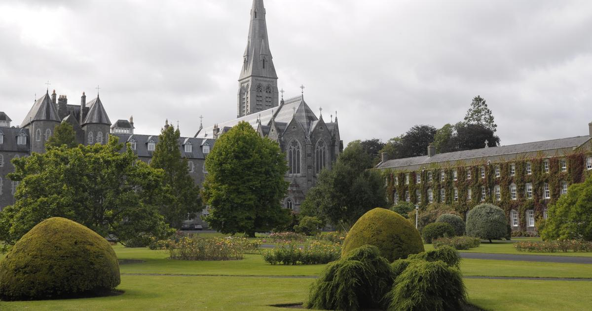 Maynooth University Student Guide 2015