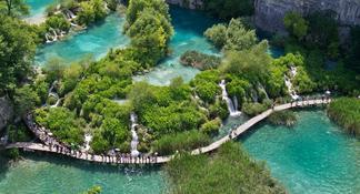 Cascades de Krka et voyage d'une journée à Sibenik avec dégustation de vins GRATUITE au départ de Split