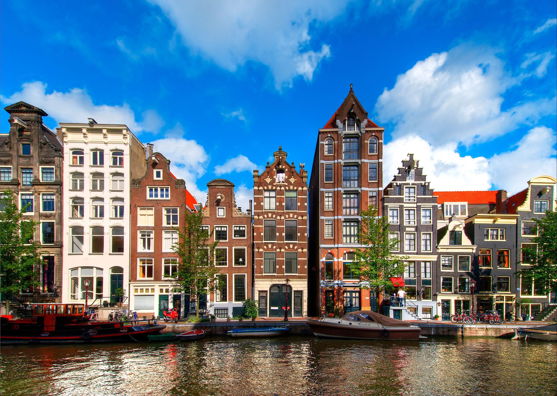 fly billund til amsterdam