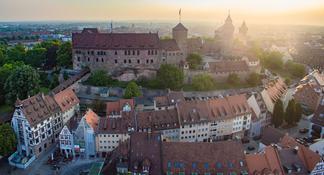Recorrido privado: Recinto de congresos del partido nazi y por el casco antiguo de Núremberg