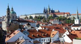 Recorrido a pie por la ciudad de Praga para grupos pequeños con crucero por el río Moldava y almuerzo