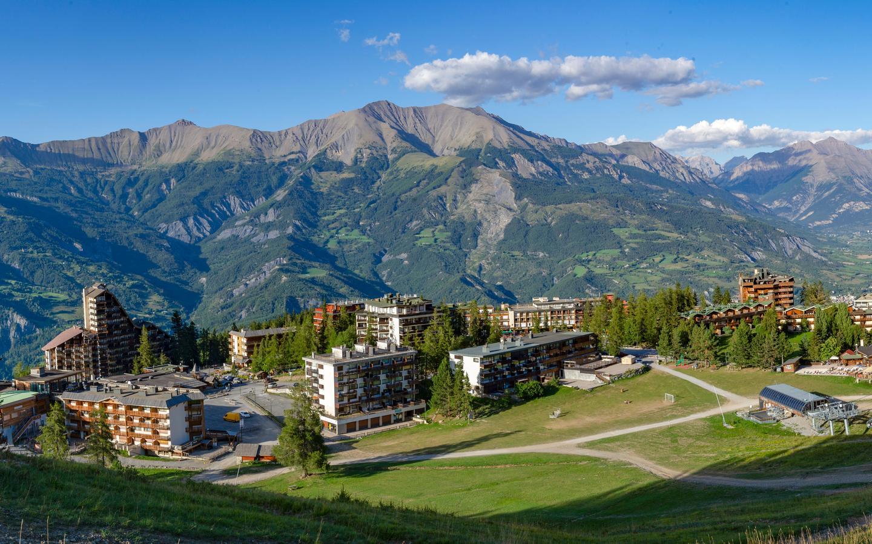 Uvernet-Fours hotels