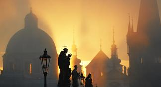 Tour de Prague à pied en petit groupe avec croisière sur la Vltava et déjeuner