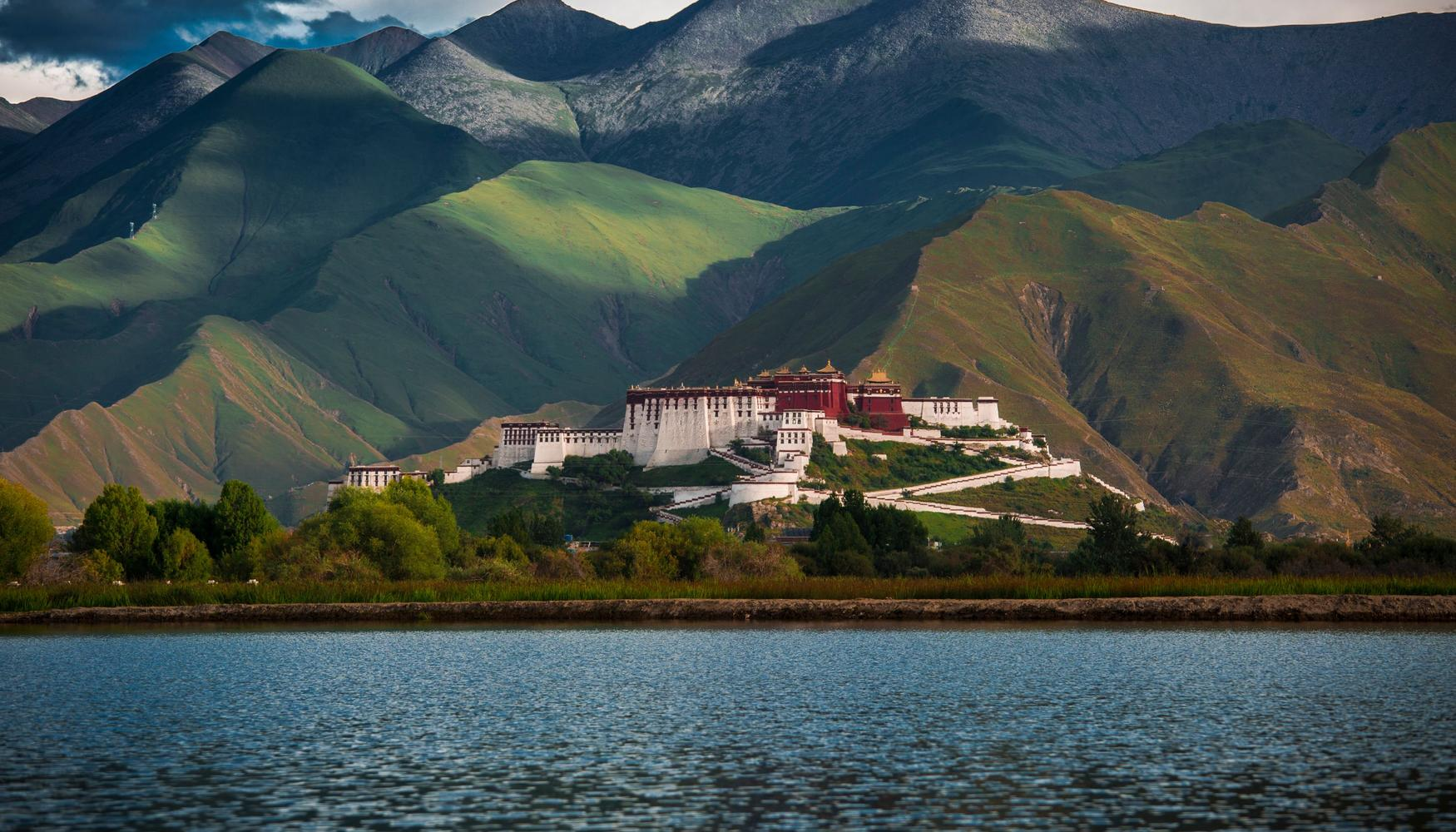 Car hire at Lhasa Airport