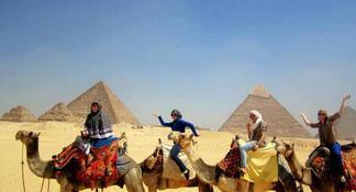 Excursão Particular de 8 Horas às Pirâmides, Esfinge, Museu Egípcio e Bazar, incluindo Passeio de Camelo e Almoço saindo do Cairo