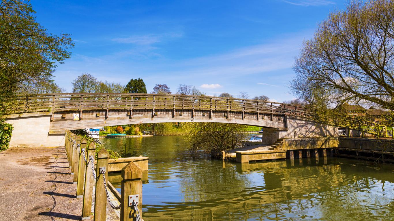 Staines-upon-Thames car hire