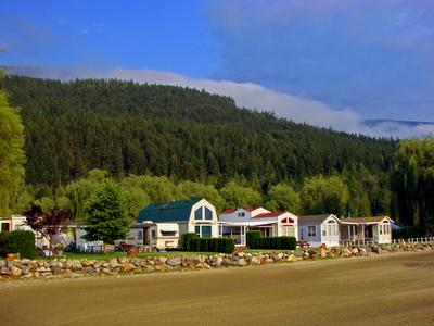 Salmon Arm hotels