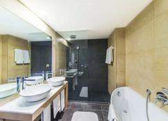 NH Bratislava Gate One - Bratislava - Bathroom