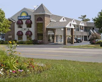 Days Inn by Wyndham Mackinaw City - Lakeview - Mackinaw City - Building