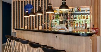Holiday Inn Express Cologne - Muelheim - Cologne - Bar