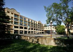 Temple Gardens Hotel & Spa - Moose Jaw - Building