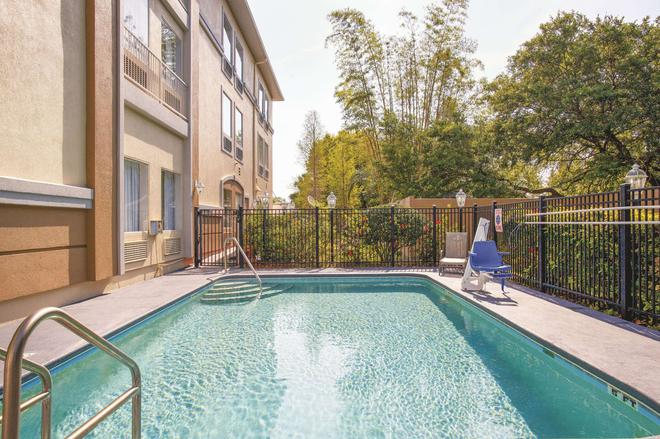 La Quinta Inn & Suites by Wyndham Tampa Bay Area-Tampa South - Tampa - Pool