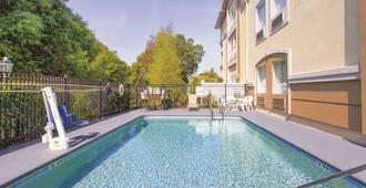 La Quinta Inn & Suites by Wyndham Tampa Bay Area-Tampa South - Tampa - Piscina