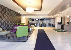La Quinta Inn & Suites by Wyndham Tampa Bay Area-Tampa South - Tampa - Lobby