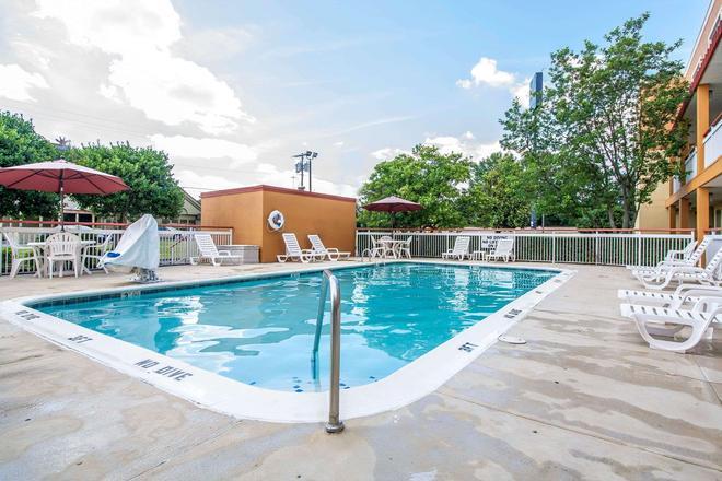 Quality Inn - Jackson - Pool