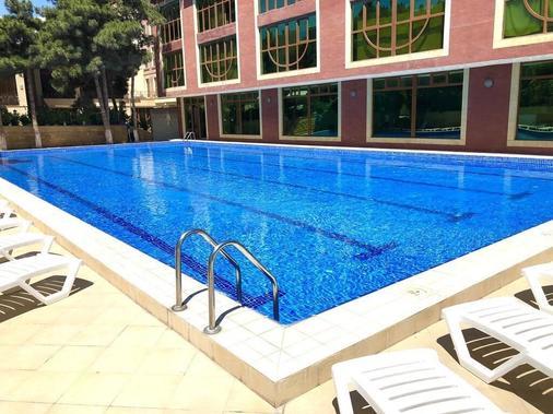 Dubai International Hotel - Baku - Pool