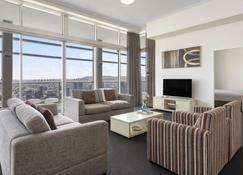 Oaks Brisbane Casino Tower Suites - Brisbane - Huiskamer