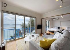 1 BR House with Ocean View Few min walk to the beach - Suo-Oshima - Salon