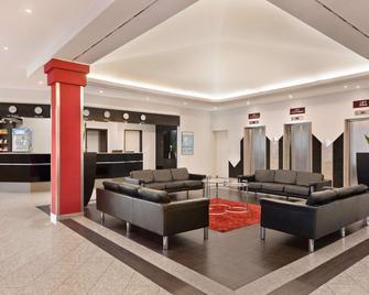 Ramada by Wyndham Bottrop - Bottrop - Lobby