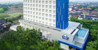 Days Hotel & Suites by Wyndham Jakarta Airport - Tangerang City
