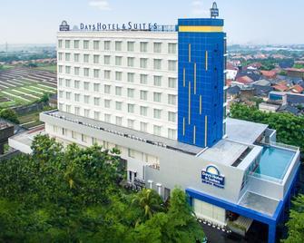Days Hotel & Suites by Wyndham Jakarta Airport - Tangerang City - Byggnad