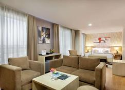 Days Hotel & Suites by Wyndham Jakarta Airport - Tangerang City - Phòng khách