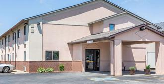 Super 8 by Wyndham Osceola IA - Osceola - Building