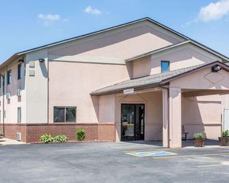 Super 8 by Wyndham Osceola IA - Osceola - Building