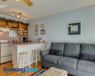 Sea Cabin 228 B by RedAwning - Isle of Palms - Wohnzimmer