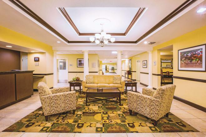 La Quinta Inn & Suites by Wyndham Lexington South / Hamburg - Lexington - Lobby