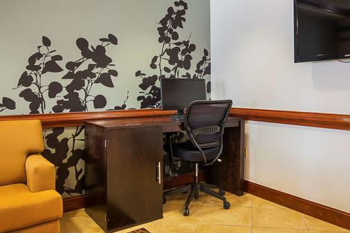 Sleep Inn & Suites - Manchester - Business Center
