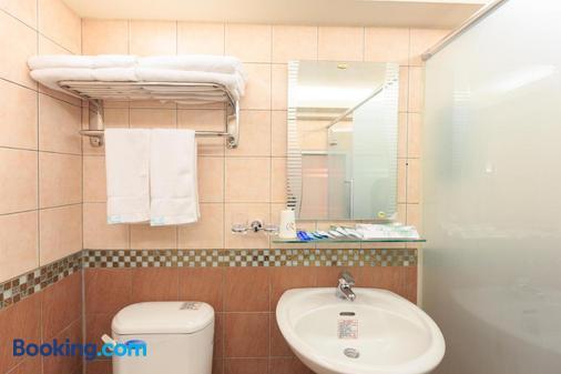 Travel Young - Kaohsiung - Bathroom