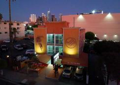 Metropolitan Inn & Suites - Los Angeles - Cảnh ngoài trời