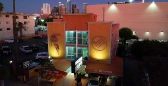 Metropolitan Inn & Suites - לוס אנג'לס - נוף חיצוני