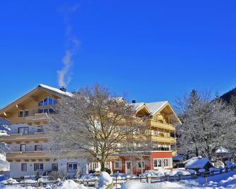 Hotel Grundlhof - Bramberg am Wildkogel - Gebäude