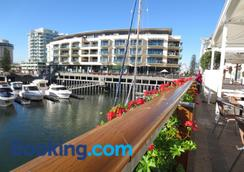 Lights Landing Apartments - Glenelg - Restaurant
