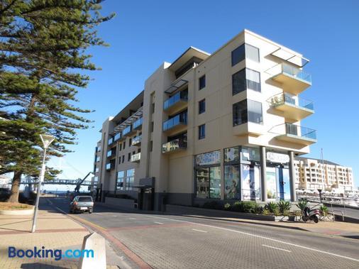Lights Landing Apartments - Glenelg - Building