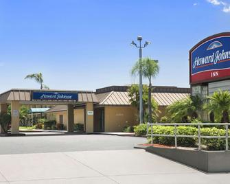 Howard Johnson by Wyndham Winter Haven FL - Winter Haven - Building
