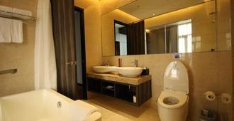 Aqueen Hotel Paya Lebar - Singapore - Bathroom