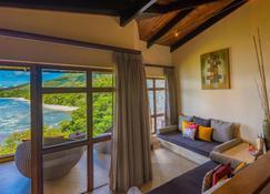 Coco de Mer Hotel and Black Parrot Suites - Grand'Anse Praslin - Living room