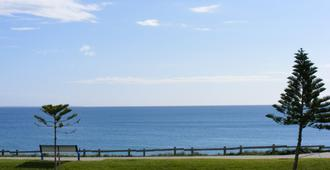 Ocean Beach Hotel - Cottesloe - Outdoors view