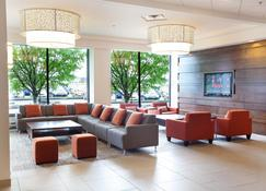 Delta Hotels by Marriott Saguenay Conference Centre - Saguenay - Lounge