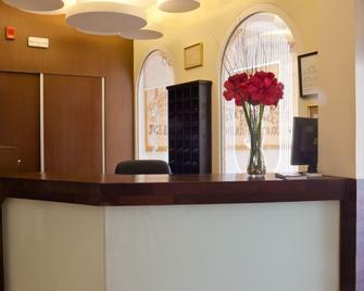 Hotel Quino - Гуардамар-дел-Сегура - Front desk