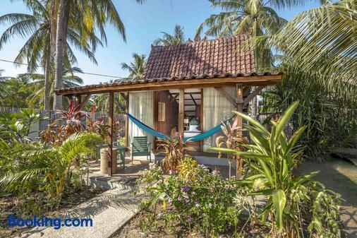 Coconut Garden Resort - Pemenang - Exterior