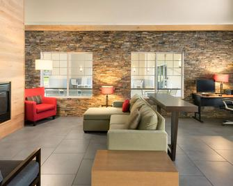 Country Inn & Suites by Radisson, Chippewa Falls - Chippewa Falls - Obývací pokoj